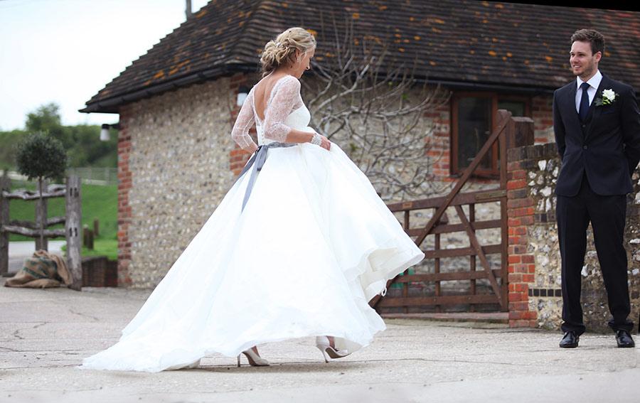 wedding-couple-pangdean-old-barn