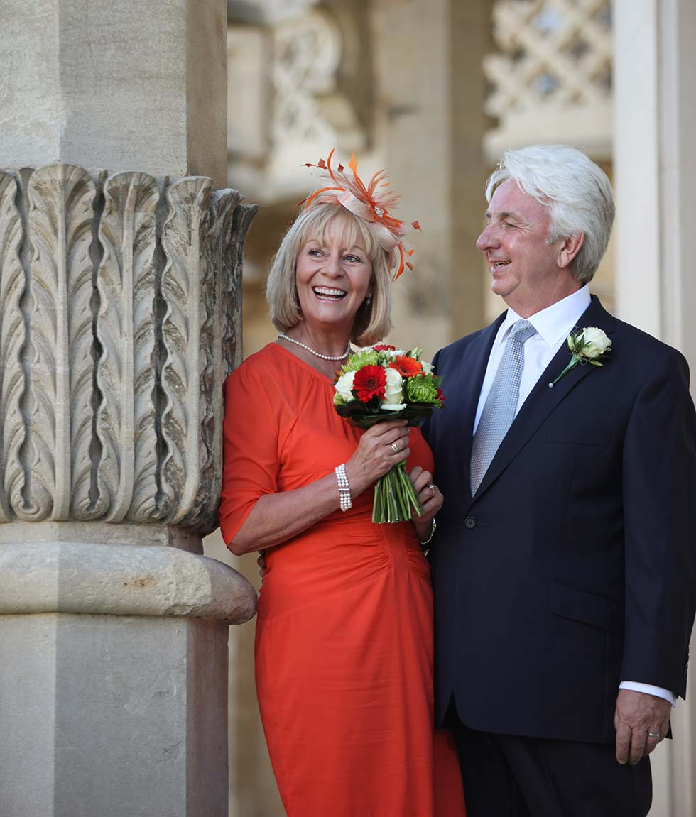 wedding couple outside the Brighton Royal Pavilion