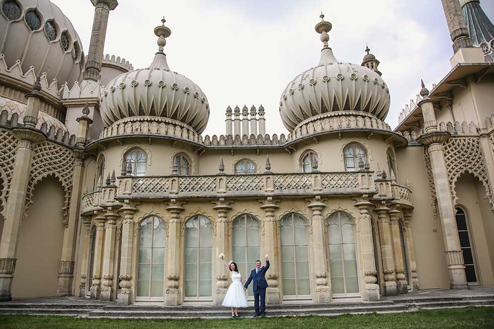 bride and groom in front of brighton royal pavilion