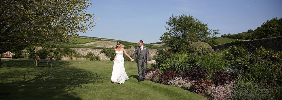 bride-and-groom-pangdean-barn-wedding