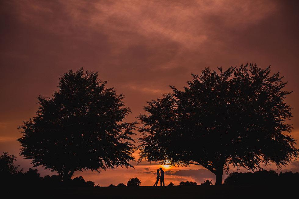 cowdray-arboretum-wedding-couple